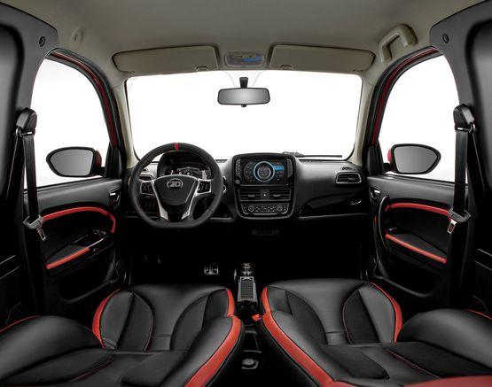 ZhiDou Innenraum in schwarz mit roten Details und Lenkrad und Display