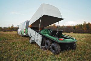 Tinger Armor ATV fährt auf einen Anhänger